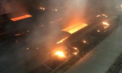 Fiamme in azienda farmaceutica a Copiano: LE FOTO del devastante incendio