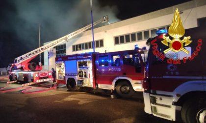 Incendio in azienda farmaceutica a Copiano FOTO