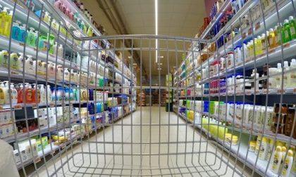 Ruba merce al supermercato per un valore di 500euro, nei guai 17enne