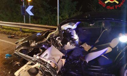Frontale tra due vetture sulla via Emilia: tre feriti FOTO