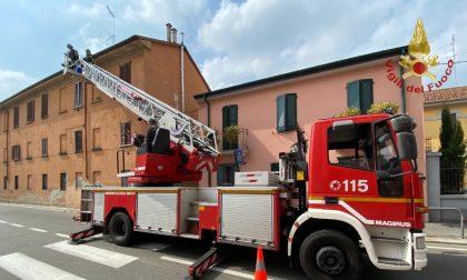Pavia: cadono calcinacci e colpiscono un uomo, portato in ospedale