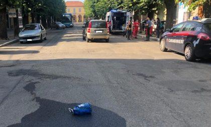 Si cosparge di benzina e minaccia di darsi fuoco sull'autobus carico di passeggeri