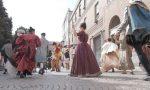 """98 giorni: in Centro Storico il """"rito artistico di riapertura"""" del Teatro Fraschini FOTO"""