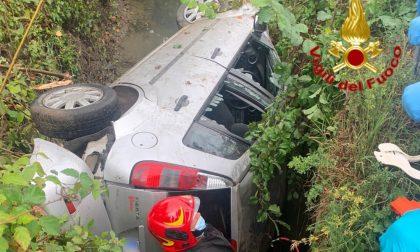 Tragico incidente nel Lodigiano, auto si ribalta in un fosso: muore conducente FOTO