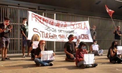 Studenti in piazza (anche a Pavia) per ridare priorità alla scuola
