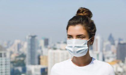 Nuova ordinanza: in Lombardia resta l'obbligo di mascherina al chiuso e all'aperto (se non c'è distanziamento)