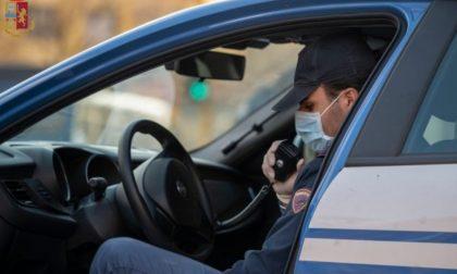 Ruba l'auto a un conoscente per andare ad uccidere la compagna e i 4 figli
