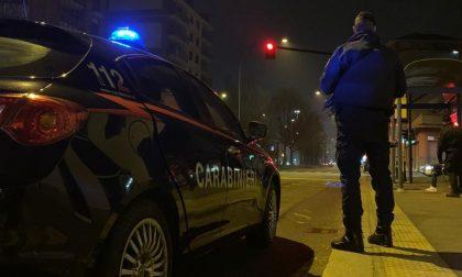 In giro durante il coprifuoco, scoperta fugge in auto poi insulta i carabinieri