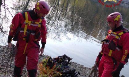 Tragedia a Vigevano, 50enne cade con il parapendio e muore annegato nel Ticino