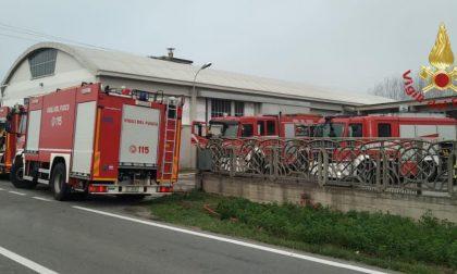 Robbio: incendio in un'attività commerciale, arrivano i Vigili del Fuoco FOTO