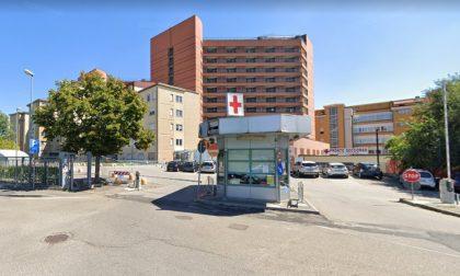 Focolaio al San Matteo, contagiati 7 pazienti e 9 sanitari nel reparto di Medicina II