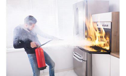 Incendio in casa, è colpa dell'elettrodomestico in cortocircuito?