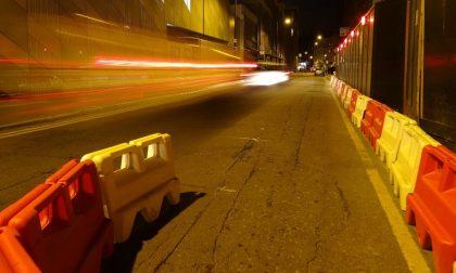 Ruba cartello stradale in un cantiere, tenta la fuga, poi aggredisce i carabinieri