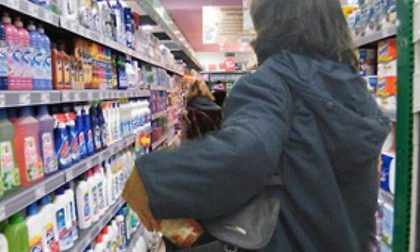 Ruba pane al supermercato, il direttore gli paga il cibo e non lo denuncia
