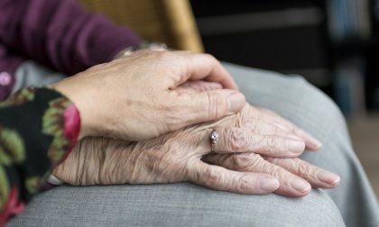ATS Pavia dona alle famiglie pavesi la guida per prendersi cura degli anziani