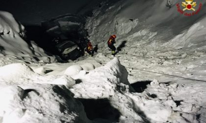Furgone finisce in un lago ghiacciato, vivi per miracolo i sei occupanti