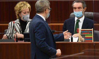 """Lombardia zona rossa, donato un pallottoliere a Fontana: """"Vogliamo i numeri"""""""