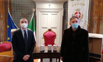 Il Comune di Broni dona 4mila mascherine alle scuole e ai pazienti dei medici