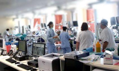 """Terapie intensive Lombardia: """"Prepararsi a riattivare 500 posti letto"""". Poi la smentita"""