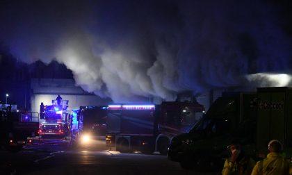 Brucia magazzino Amazon, dipendenti messi in salvo da ambulanza di passaggio