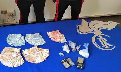 Fermato per un controllo viene trovato con cocaina, hashish e oltre 3mila euro in contanti: arrestato