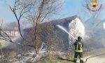 Incendio a Robbio, in fiamme terreno incolto e sterpaglie