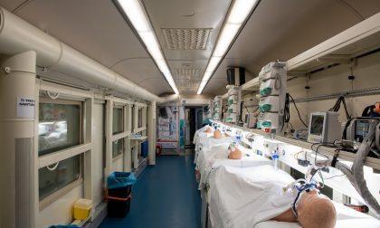 """Parte dalla Lombardia il primo """"treno sanitario"""" Covid: realizzato a Voghera, può ospitare 21 pazienti intubati"""