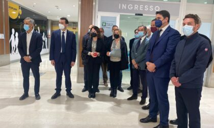 """Il Presidente Fontana a Vigevano in visita al centro vaccinale """"Il Ducale"""""""
