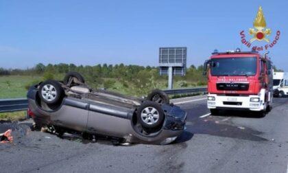 Auto ribaltata sul raccordo A7 Pavia-Bereguardo: 40enne in ospedale