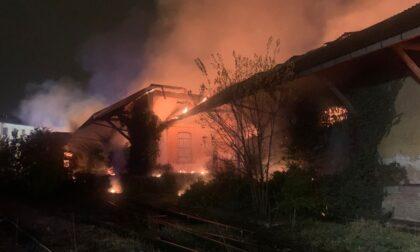 Incendio ex scalo merci, avviate le operazioni di bonifica