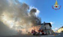 Incendio tetto a Ottobiano, Vigili del fuoco al lavoro ore per spegnere le fiamme