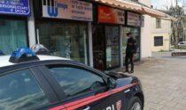 Broni: ladro beccato con il registratore di cassa sotto braccio, arrestato