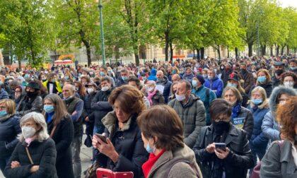 """In 600 a cantare """"La pandemia è una fesseria"""", proprio a Bergamo"""