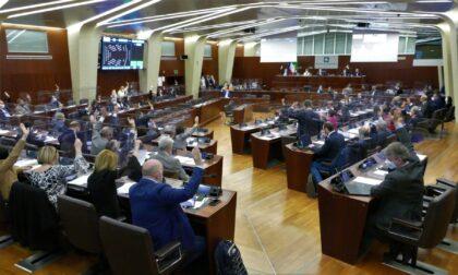 Guasto tecnico: in Regione i consiglieri tornano a votare per alzata di mano come una volta