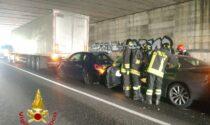 Tamponamento in Tangenziale Est, coinvolti tre auto e un mezzo pesante