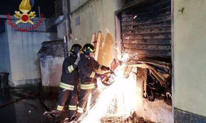 Incendio nella notte in stabile a Linarolo, fiamme domate in quattro ore
