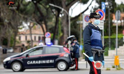 Da Novara a Vigevano in auto (con patente sospesa) nonostante fosse ai domiciliari