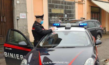 Ruba un mezzo di ASST Pavia e con la carta di credito che trova all'interno fa benzina gratis
