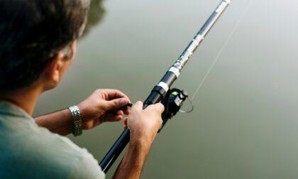 Malore fatale mentre pesca, muore pensionato 79enne