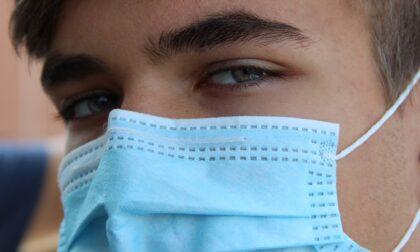 """Le mascherine del Ministero per gli studenti """"puzzano e non aderiscono bene al volto"""""""