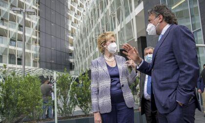 Terza dose di vaccino in autunno? L'assessore Moratti chiede chiarimenti al Governo
