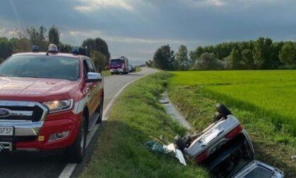 Auto si ribalta sulla Provinciale per Robbio, morto il conducente
