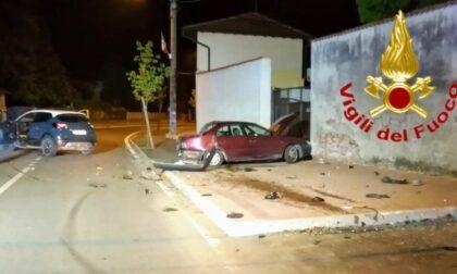 Le foto dello schianto tra due auto a Torrevecchia Pia, un 62enne in ospedale