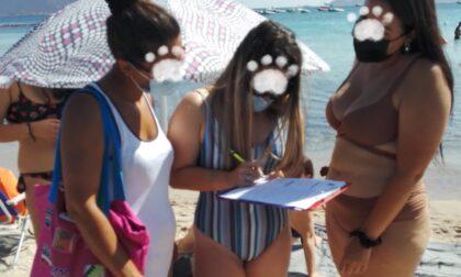 Vigevanese multata da vigilesse in bikini per il cane in spiaggia