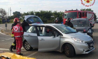 Schianto tra due auto a San Genesio, un ferito incastrato nell'abitacolo