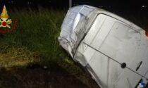 Fuori strada col furgone, grave 36enne sbalzato dal mezzo