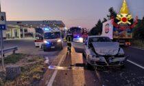 Tamponamento all'alba tra due vetture: soccorsi due uomini