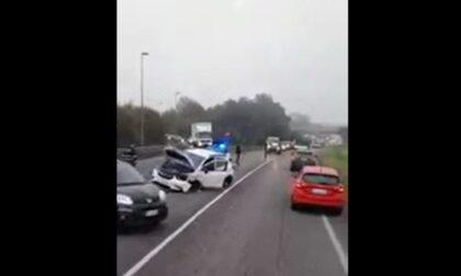 Il video dello schianto tra tre mezzi in Tangenziale Est: feriti due uomini e una ragazza