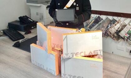 Magazziniere sorpreso a rubare tablet nella logistica in cui lavora: arrestato